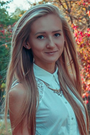 Ukrainian girl Inna,22 years old with brown eyes and light brown hair.