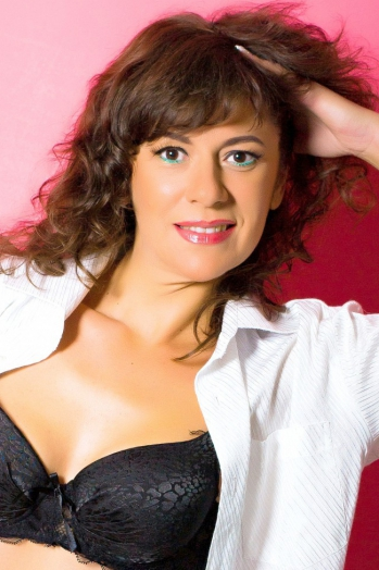 Ukrainian girl Nataliya,41 years old with brown eyes and dark brown hair.