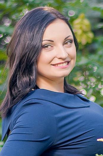 Ukrainian girl Nadezhda,23 years old with green eyes and black hair.