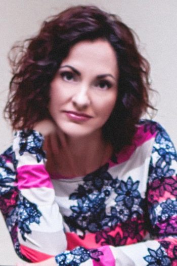 Ukrainian girl Natalia,40 years old with green eyes and light brown hair.