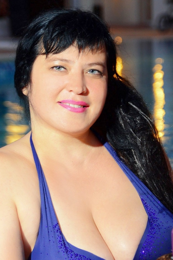 Ukrainian girl Tatiana,41 years old with green eyes and black hair.