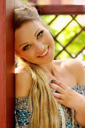 Ukrainian girl Tanja,28 years old with grey eyes and black hair.