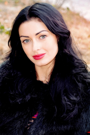 Ukrainian girl Viktoria,33 years old with grey eyes and black hair.