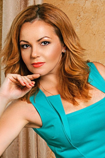 Ukrainian girl Svetlana,43 years old with brown eyes and light brown hair.