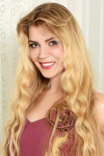 Ukrainian girl Svetlana,38 years old with brown eyes and blonde hair.
