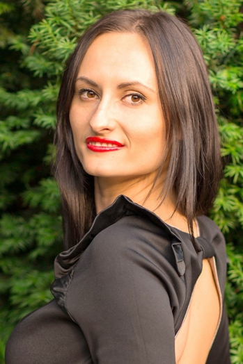 Ukrainian girl Diana,30 years old with brown eyes and black hair.