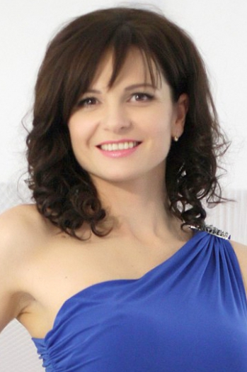 Ukrainian girl Nina,36 years old with hazel eyes and light brown hair.