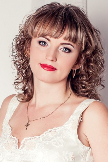 Ukrainian girl Oksana ,40 years old with blue eyes and light brown hair.