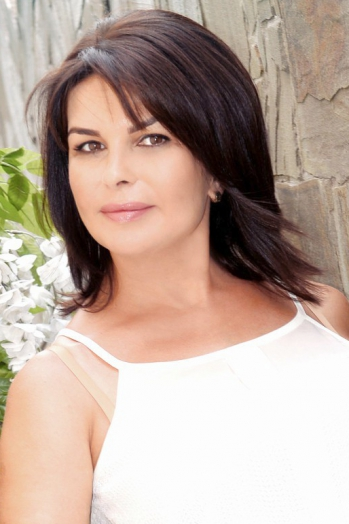 Ukrainian girl Lyudmila,47 years old with green eyes and black hair.