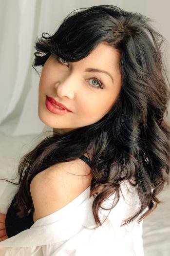 Ukrainian girl Galina,41 years old with blue eyes and dark brown hair.