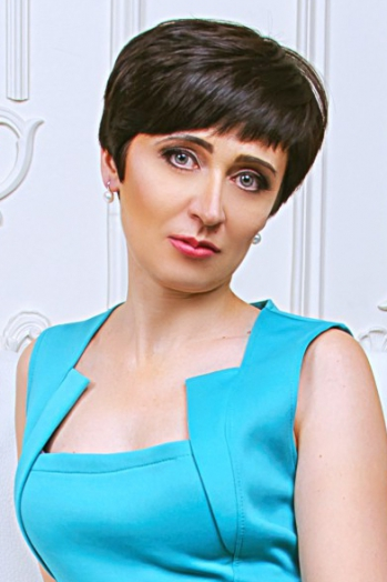 Ukrainian girl Nataly,42 years old with grey eyes and dark brown hair.