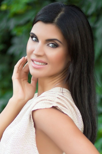 Ukrainian girl Anna,32 years old with green eyes and black hair.