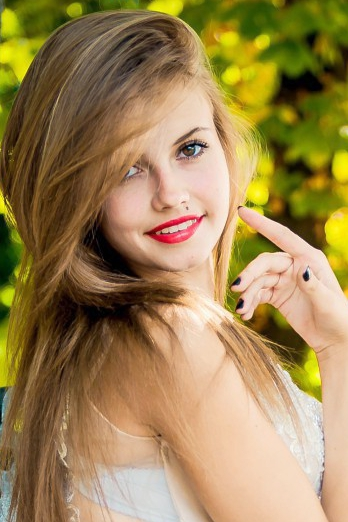 Ukrainian girl Anastasia,19 years old with brown eyes and white grey hair.
