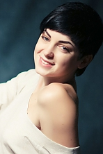 Ukrainian girl Alla,23 years old with green eyes and black hair.