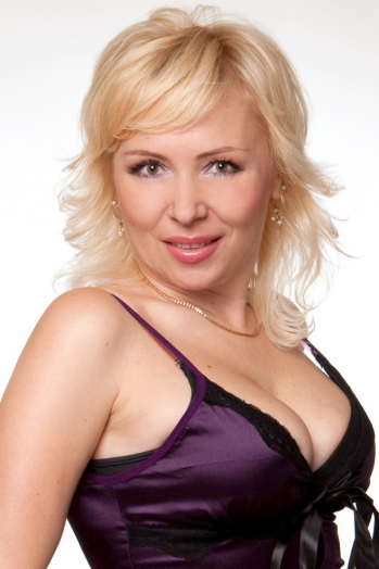 Ukrainian girl Victoria,45 years old with green eyes and blonde hair.