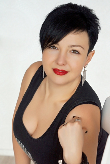 Ukrainian girl Tatyana,40 years old with brown eyes and dark brown hair.