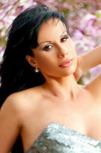Ukrainian girl Anna,43 years old with brown eyes and black hair.