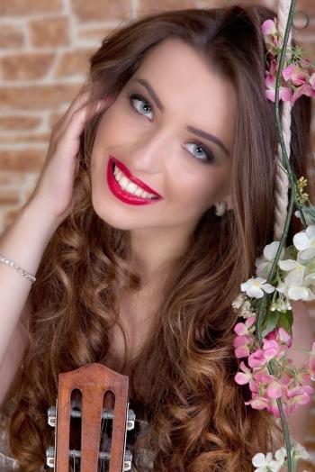 Ukrainian girl Liliya,19 years old with green eyes and light brown hair.