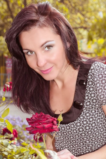 Ukrainian girl Anna,31 years old with brown eyes and dark brown hair.