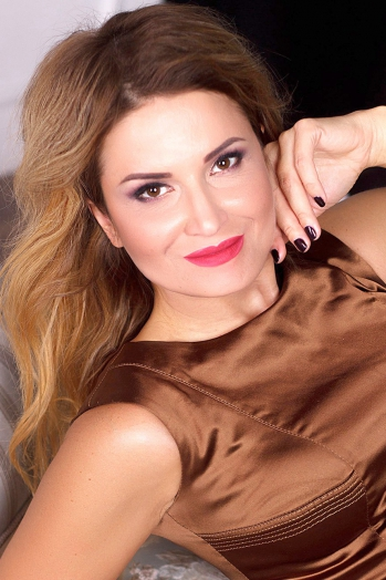 Ukrainian girl Irina,40 years old with hazel eyes and light brown hair.