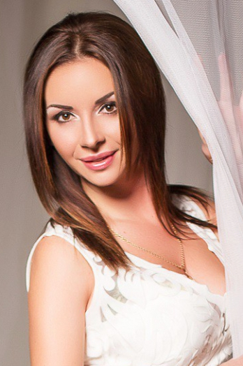 Ukrainian girl Marina,29 years old with brown eyes and dark brown hair.