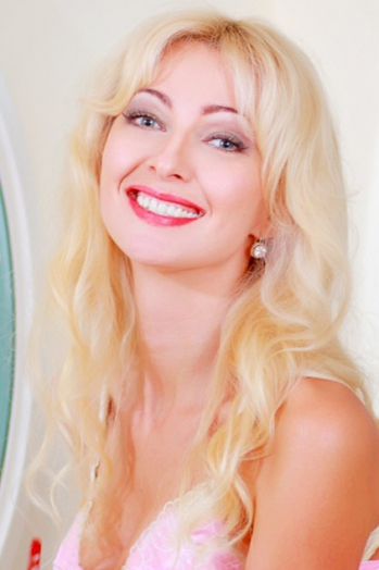 Ukrainian girl Inna,39 years old with green eyes and blonde hair.