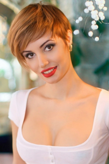 Ukrainian girl Irina,33 years old with brown eyes and red hair.