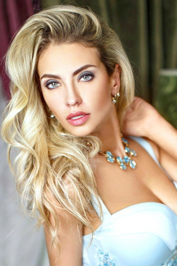 Ukrainian girl Victoria,33 years old with green eyes and blonde hair.