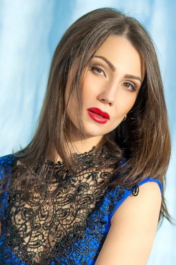 Ukrainian girl Nina,30 years old with brown eyes and dark brown hair.