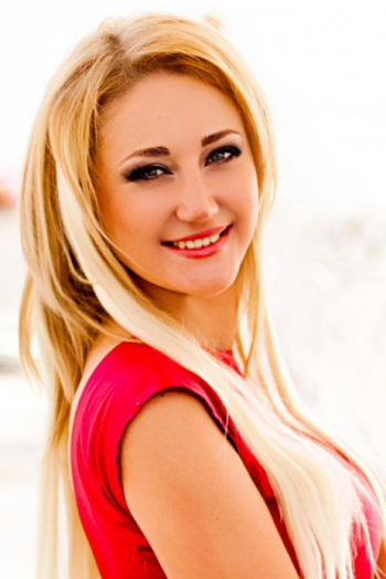 Ukrainian girl Anna,30 years old with green eyes and blonde hair.