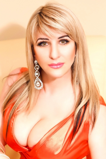 Ukrainian girl Irina,35 years old with brown eyes and blonde hair.