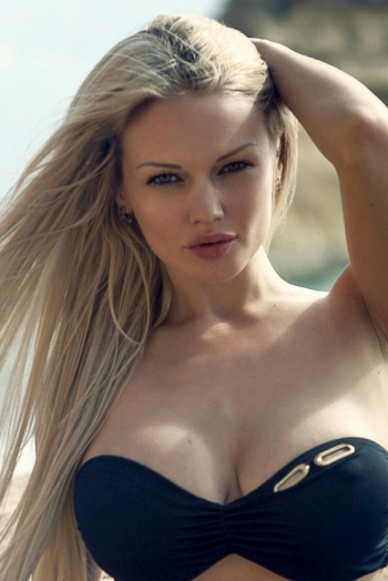 Ukrainian girl Lina,33 years old with blue eyes and blonde hair.