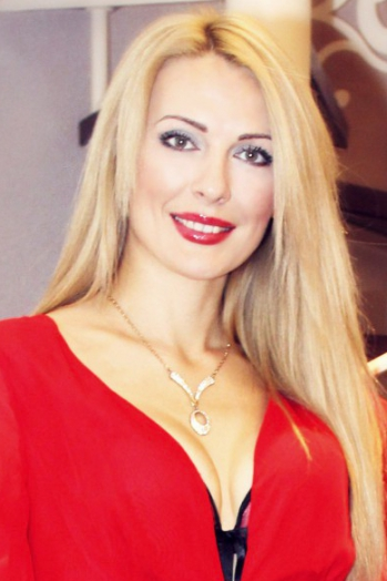 Ukrainian girl Elena,38 years old with  eyes and  hair.