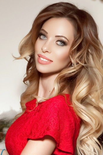 Ukrainian girl Alina,28 years old with green eyes and blonde hair.