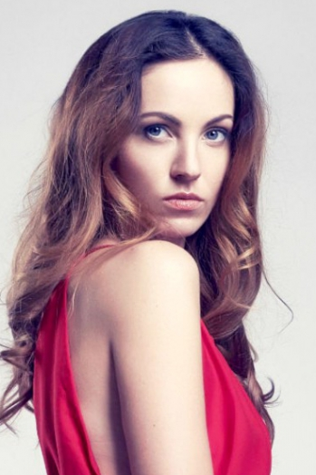 Ukrainian girl Viktoriya,30 years old with blue eyes and light brown hair.