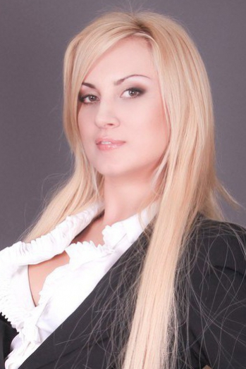 Ukrainian girl Oksana,35 years old with  eyes and  hair.