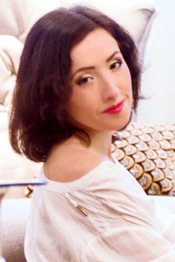 Ukrainian girl Anna,33 years old with brown eyes and dark brown hair.
