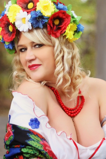 Ukrainian girl Oksana,43 years old with green eyes and blonde hair.