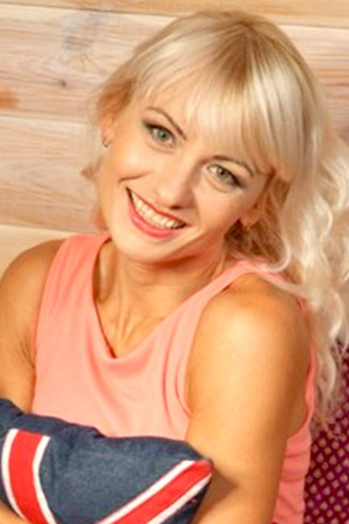 Ukrainian girl Eleonora,42 years old with blue eyes and blonde hair.