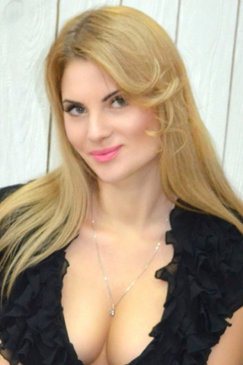 Ukrainian girl Alena,30 years old with green eyes and blonde hair.