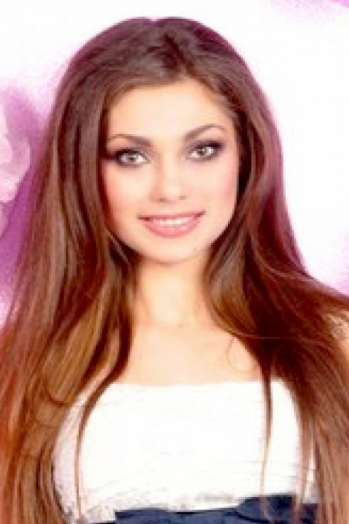 Ukrainian girl Karina,28 years old with green eyes and light brown hair.