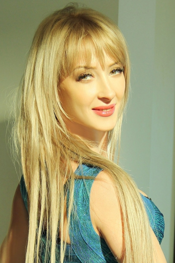 Ukrainian girl Marina,34 years old with green eyes and blonde hair.