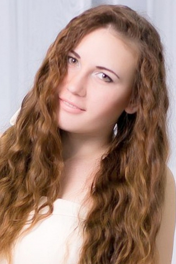 Ukrainian girl Elizabeth,19 years old with green eyes and light brown hair.