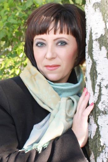 Ukrainian girl Oksana,43 years old with green eyes and dark brown hair.