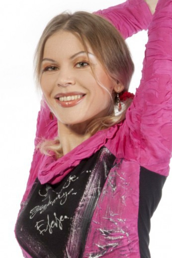 Ukrainian girl Svetlana,40 years old with green eyes and light brown hair.