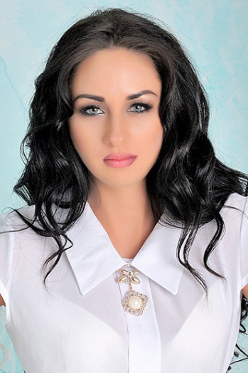 Ukrainian girl Yana,28 years old with green eyes and black hair.