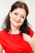 Ukrainian girl Kseniya,39 years old with green eyes and dark brown hair.