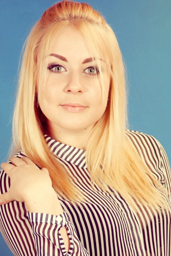 Ukrainian girl Valentine,20 years old with blue eyes and blonde hair.