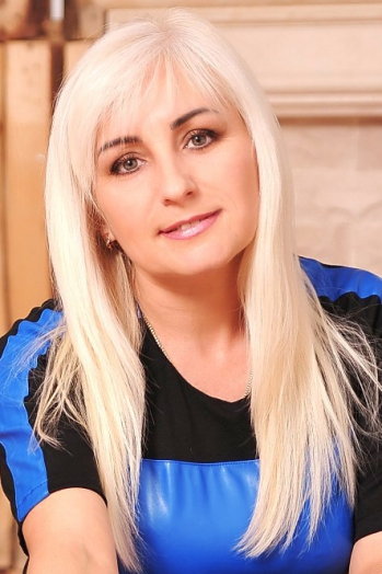 Ukrainian girl Oksana,44 years old with green eyes and blonde hair.