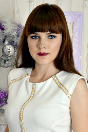 Ukrainian girl Tatiana,20 years old with green eyes and light brown hair.